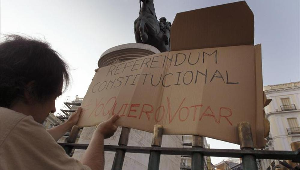 Pancarta a favor del referéndum constitucional