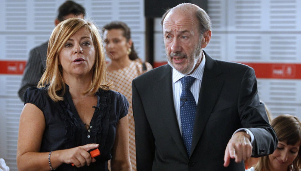 Elena Valenciano junto a Alfredo Pérez Rubalcaba