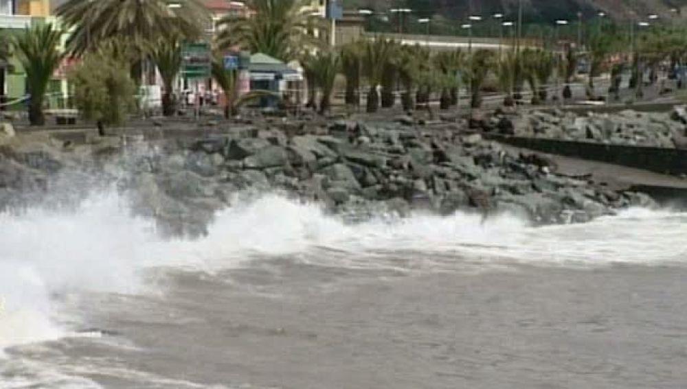 San Andrés se inunda con la subida de la marea