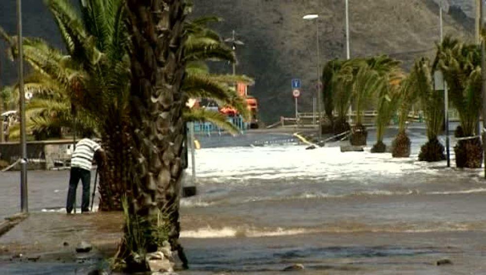 La policía Local cierra los accesos a San Andrés y Las Teresitas