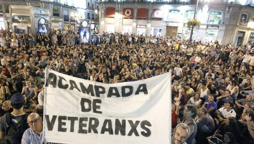 Indignados 'veteranos' se manifiestan en la Puerta del Sol