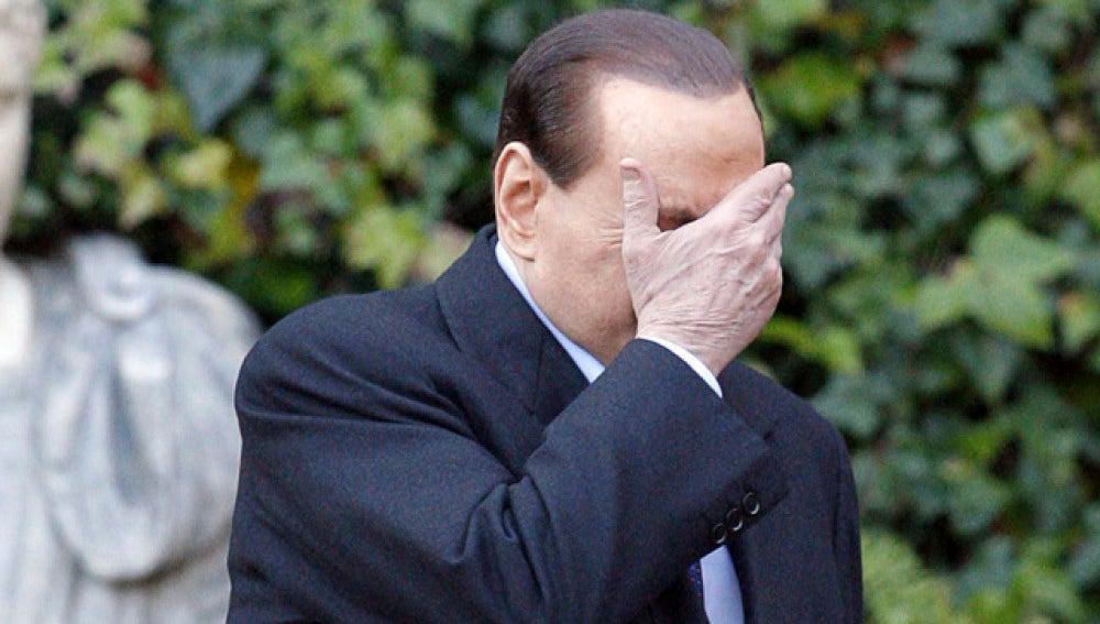 Detenidas dos personas por chantajear a Berlusconi por sus fiestas