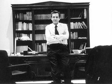 Adolfo Suárez en su despacho