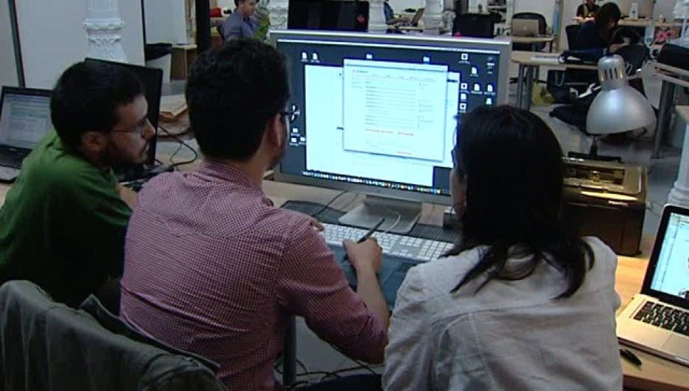 Compartir mesa y ordenador se pone de moda