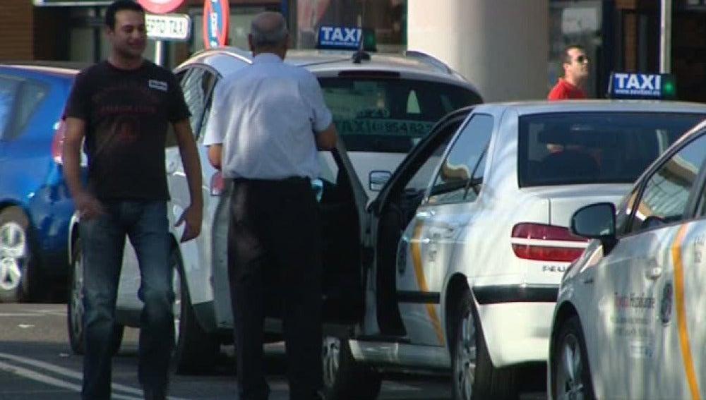 La devolución del 'centimo sanitario' prevé un ahorro para los taxistas de 85 euros anuales.