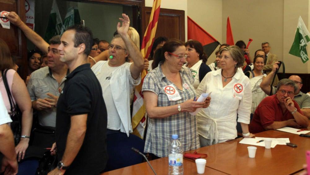Sanitarios catalanes fuerzan la suspensión de la negociación sobre los recortes