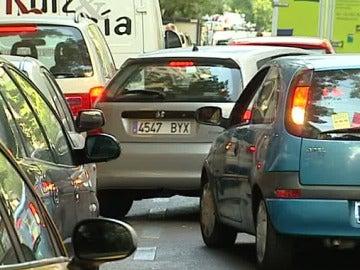 Coche aparcando
