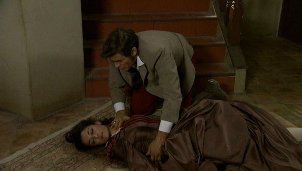 Eugenia cae por las escaleras