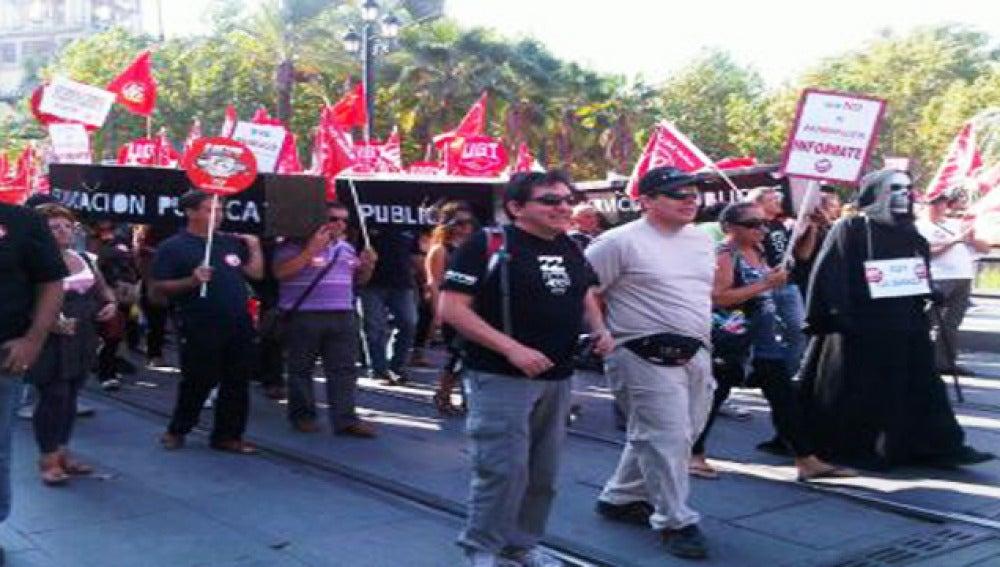 Los sindicatos CCOO-A y UGT-A se han movilizado contra los recortes en las administraciones locales.