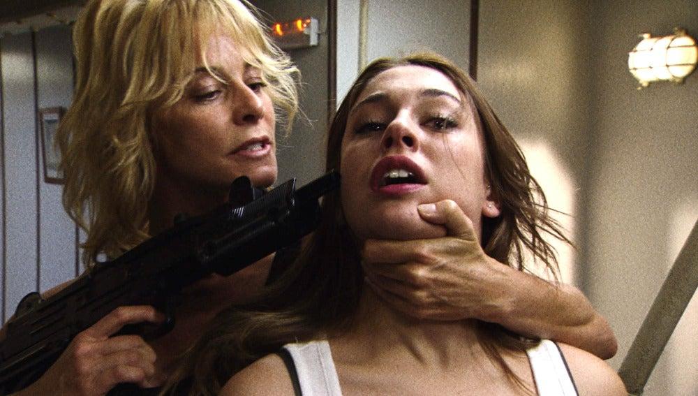Leonor amenaza a Ainhoa