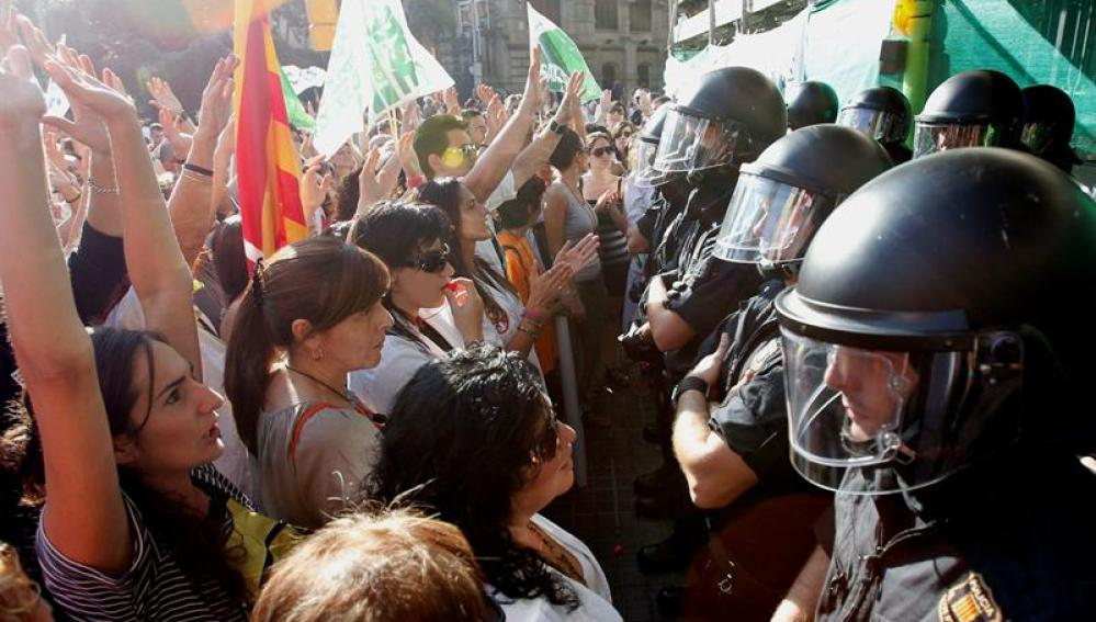 Los Mossos d'Esquadra han blindado esta tarde la sede del Instituto Catalán de la Salud