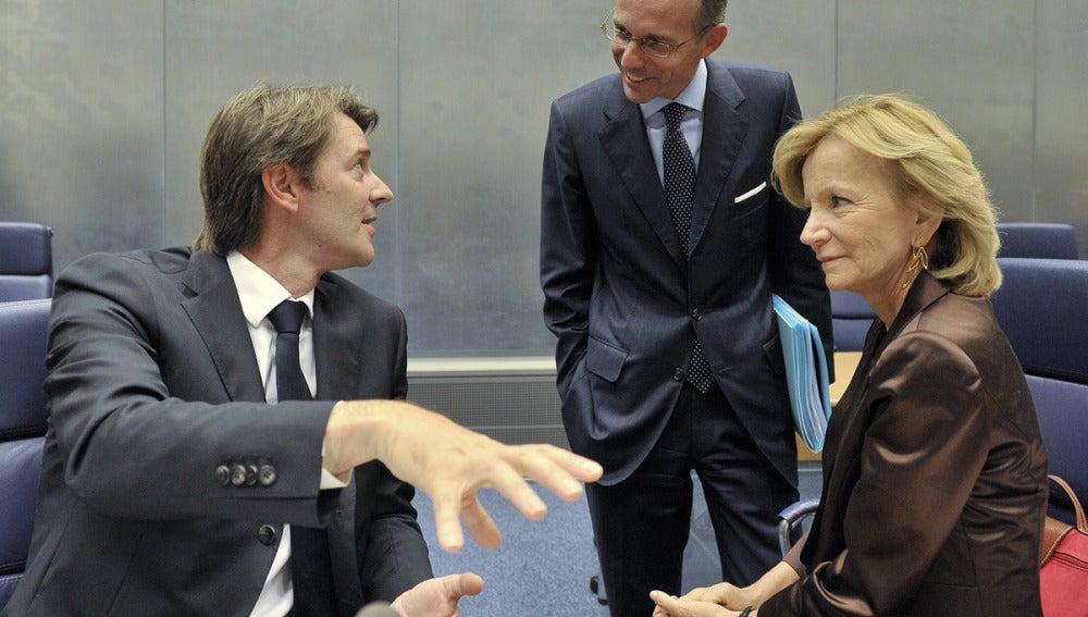 Elena Salgado con los ministros de finanzas de Francia, Francois Baroin, y de Luxemburgo, Luc Frieden