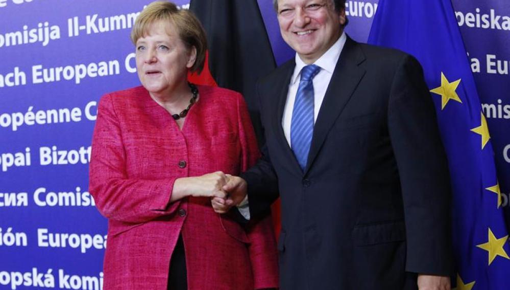 Merkel se reúne con Barroso en plena confianza sobre la banca