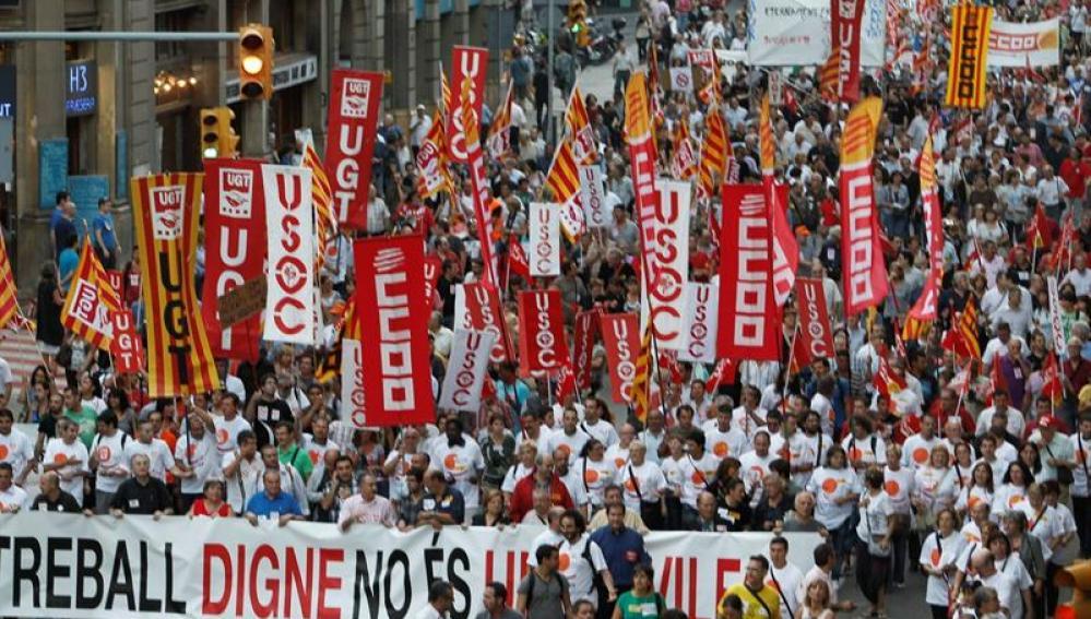 Miles de personas claman en Barcelona por un trabajo digno y contra recortes