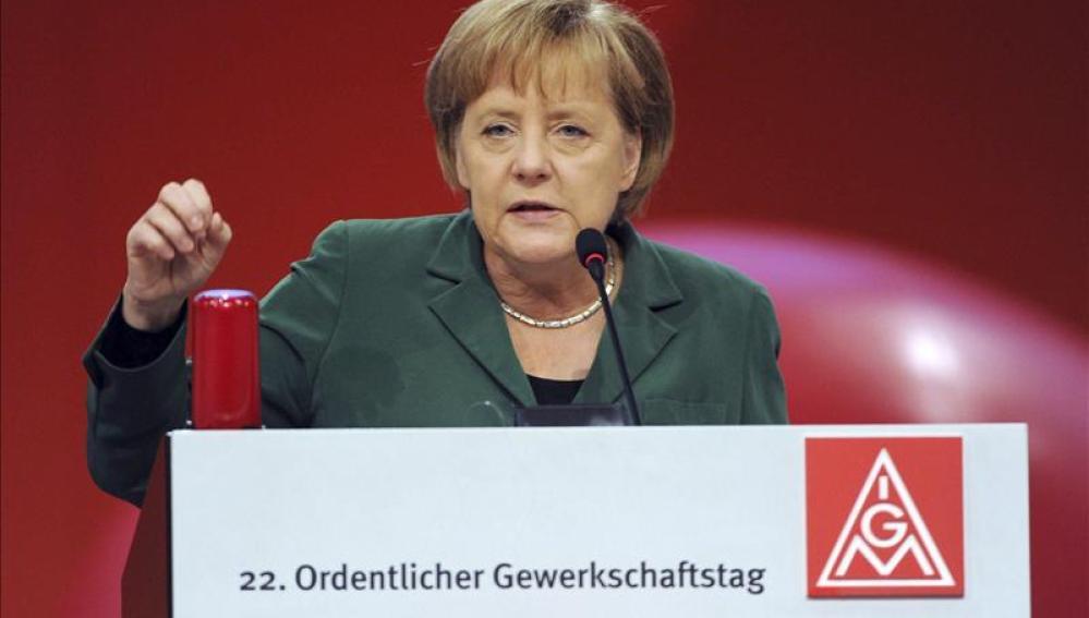 La canciller alemana Angela Merkel pronuncia un discurso