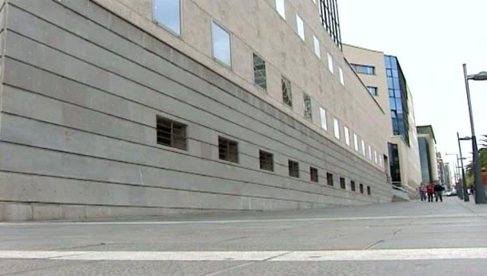Un juez  expedientado por dictar sentencias en verso