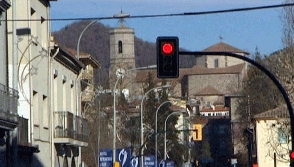 Olot apagará sus semáforos por la noche para ahorrar energía eléctrica