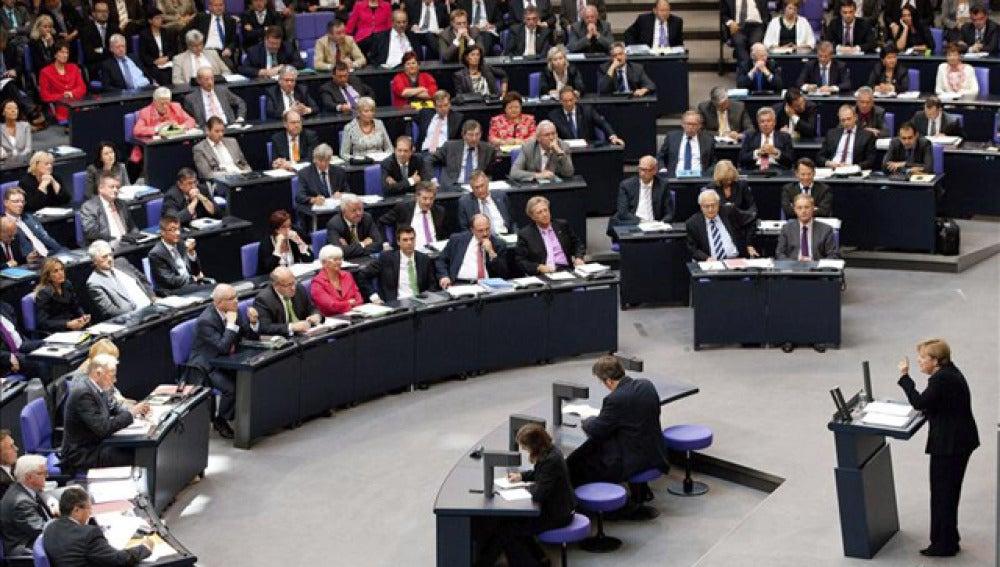 El Constitucional alemán rechaza la vía rápida para aprobar el rescate del euro