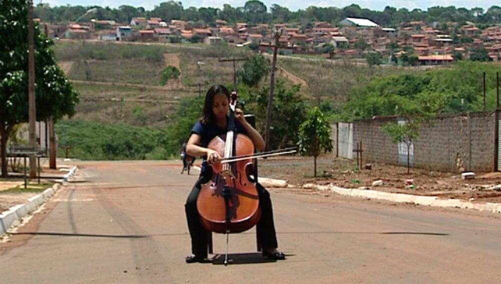Una orquesta para los jóvenes más desfavorecidos de Brasil
