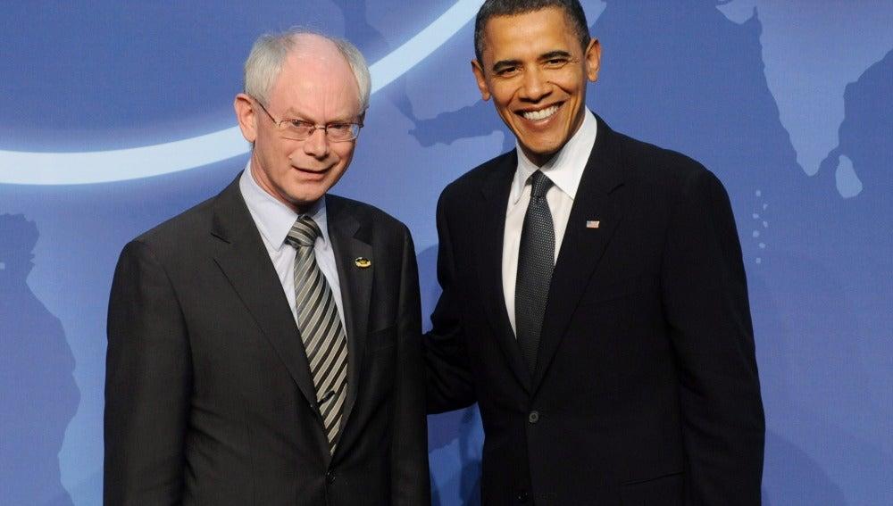 El presidente de Estados Unidos, Barack Obama (d), y el presidente del Consejo Europeo, Herman Van Rompuy