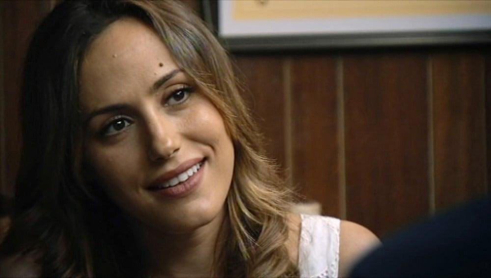 Julia quiere una relación larga con el capitán
