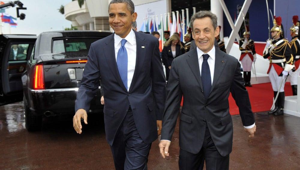 Sarkozy junto a Obama en la llegada al G-20 en Cannes