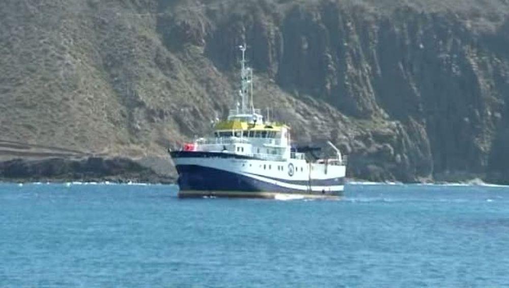 Encuentran fisuras en el norte de la isla por donde sale material