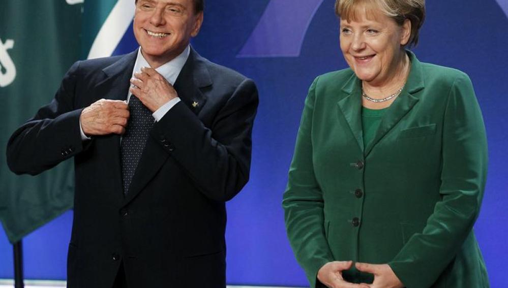El primer ministro italiano, Silvio Berlusconi, y la canciller alemana, Angela Merkel