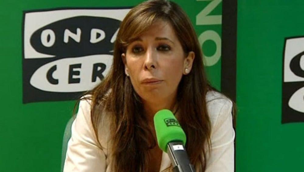 La líder del PP en Cataluña, Alicía Sánchez Camacho, ante los micrófonos de Onda Cero.
