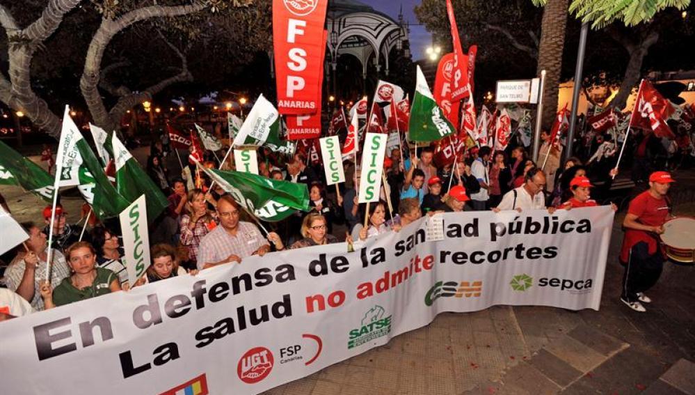 Varios cientos de personas se manifestaron por las calles de Las Palmas de Gran Canaria