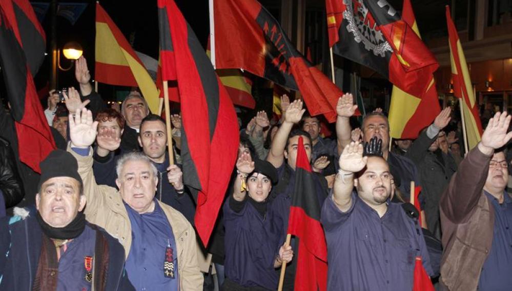 Seguidores falangistas concentrados en el centro de Madrid