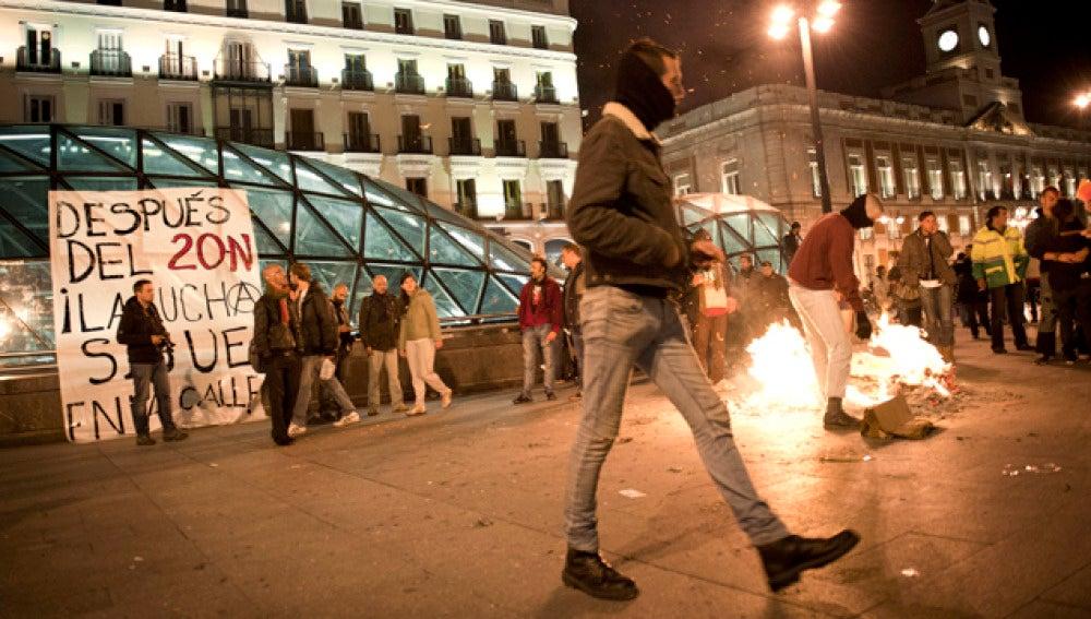 Los indignados queman fotos de los candidatos en Madrid