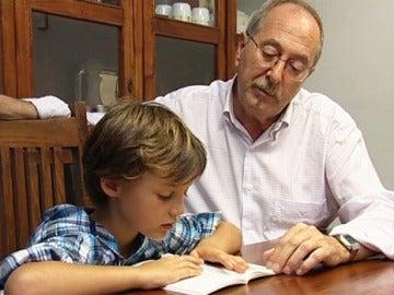 La mayoría de los abuelos se hace cargo de sus nietos.