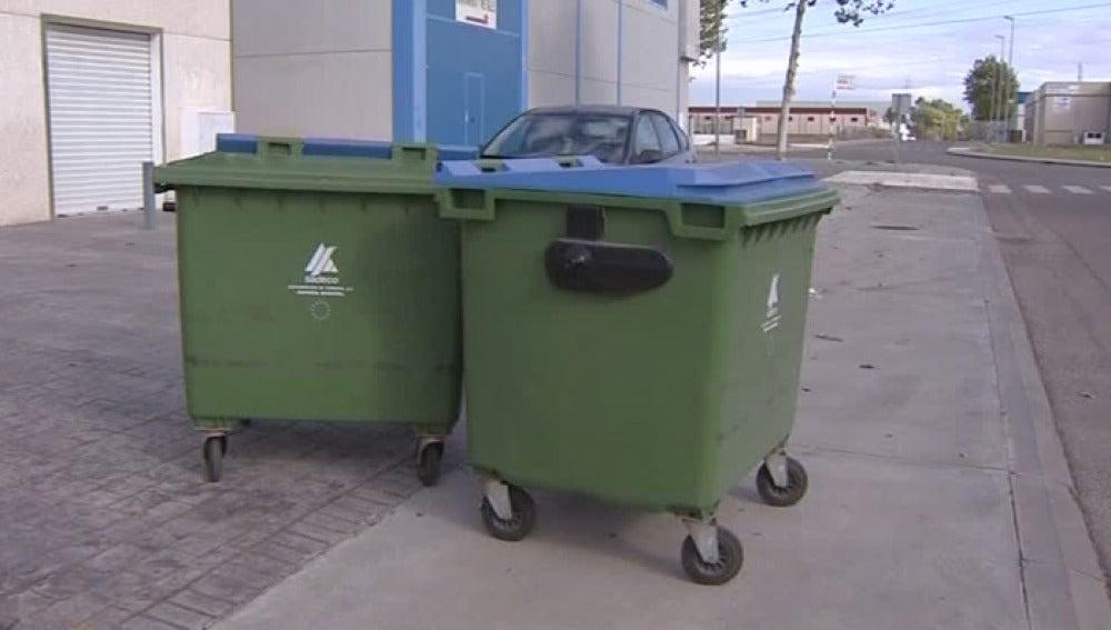 Bebé en contenedor de basura