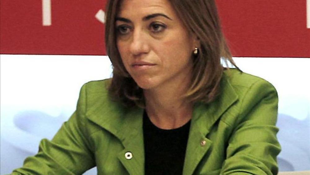 La ministra de Defensa en funciones, Carme Chacón, comparece ante la prensa.