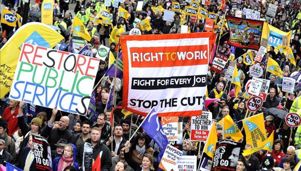 Cierran los colegios y aplazan miles de operaciones quirúrgicas en Reino Unido