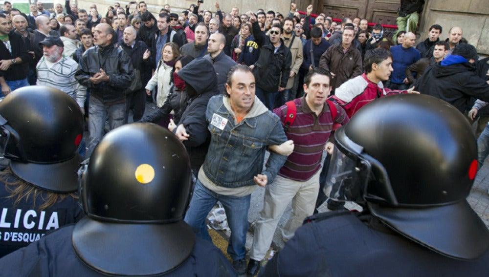 Los Mossos cargan contra funcionarios de prisiones
