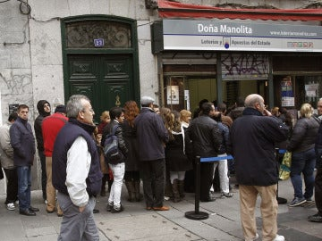 Colas en la administración de Loterías de Doña Manolita