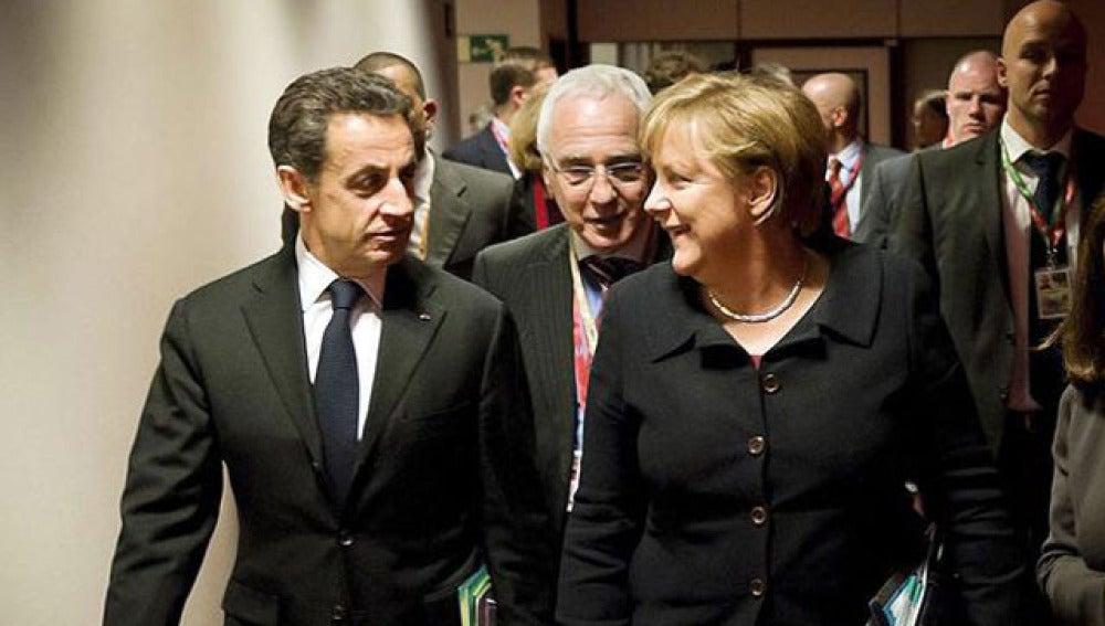 Merkel y Sarkozy durante la cumbre de la UE