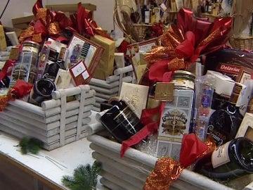 Las cestas de Navidad se ajustan el cinturón