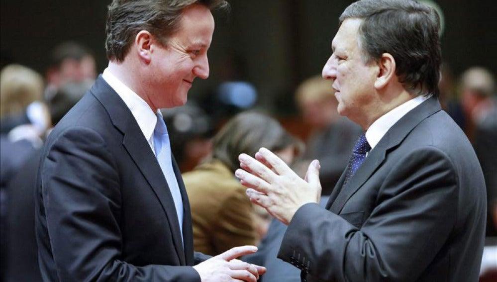 Cameron charla con Durao Barroso
