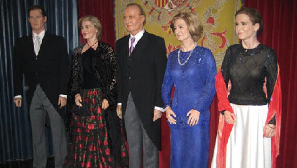 La familia real en el museo de cera