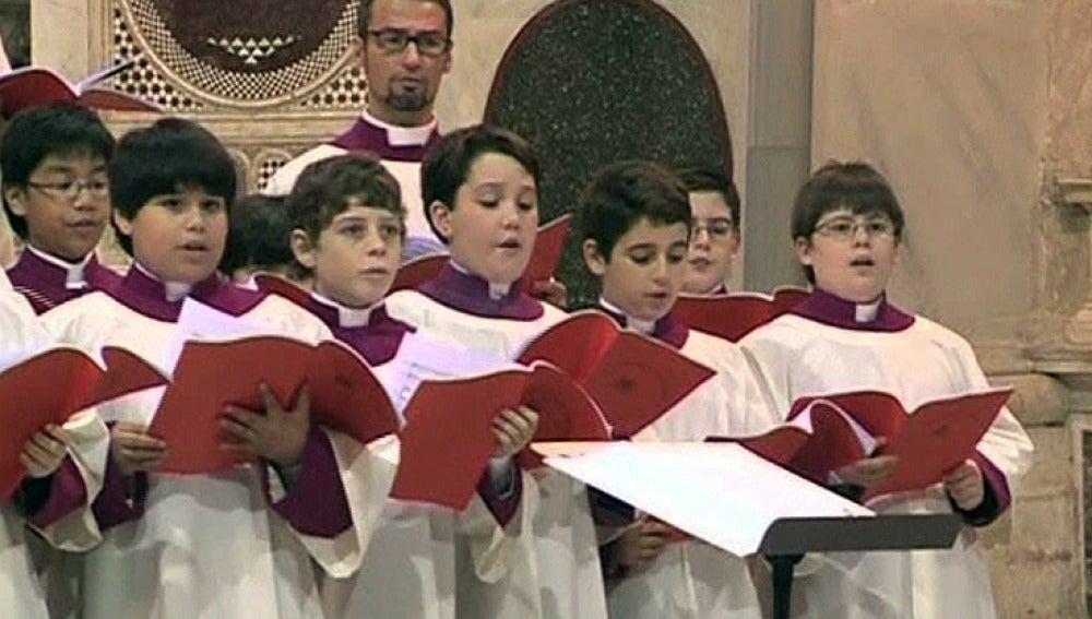 Los niños del coro de la Capilla Sixtina, preparados para el concierto de Navidad