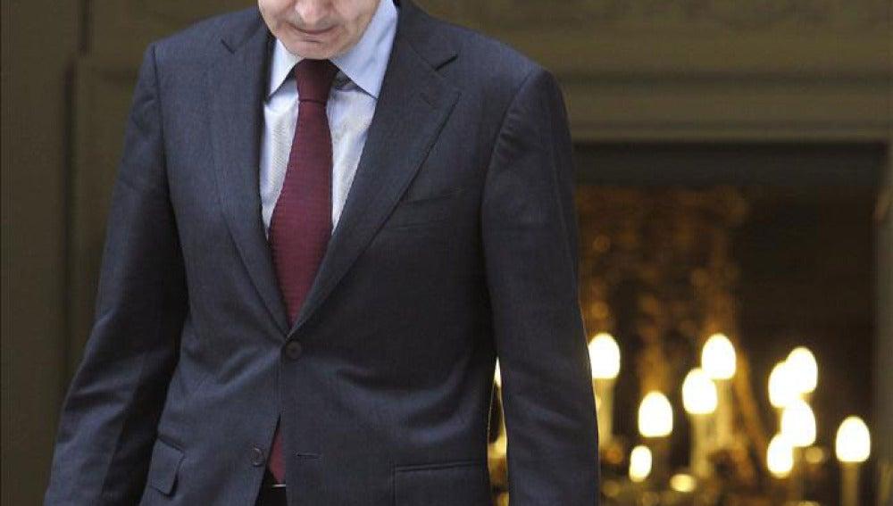 Zapatero saliendo de La Moncloa