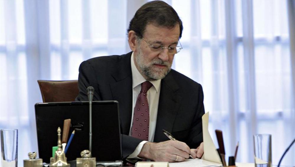 Rajoy en su despacho