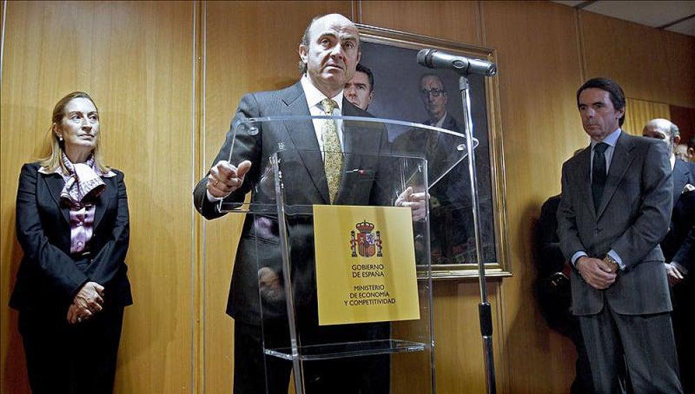 De Guindos confirma la recesión en 2012