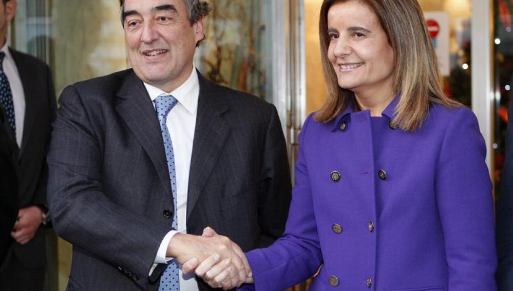 La ministra de Empleo, Fátima Báñez, se reúne con el presidente de la CEOE, Juan Rosell