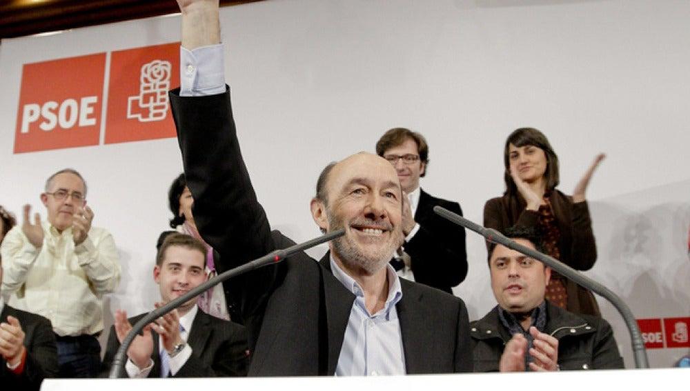 Rubalcaba presenta su candidatura en la sede de UGT