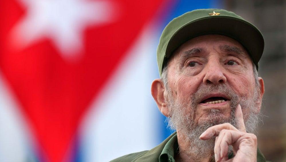 Fidel Castro en el 50 aniversario de la creación de la CDR