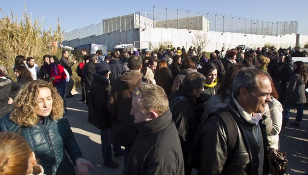 Funcionarios de prisiones se han concentrado a las puertas de la cárcel Quatre Camins